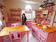予約すれば見学可能!薔薇大好き女性デザイナーの家がスゴかった!